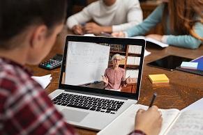 zwischen Klassenzimmer und Computer: Tipps vom geva-institut